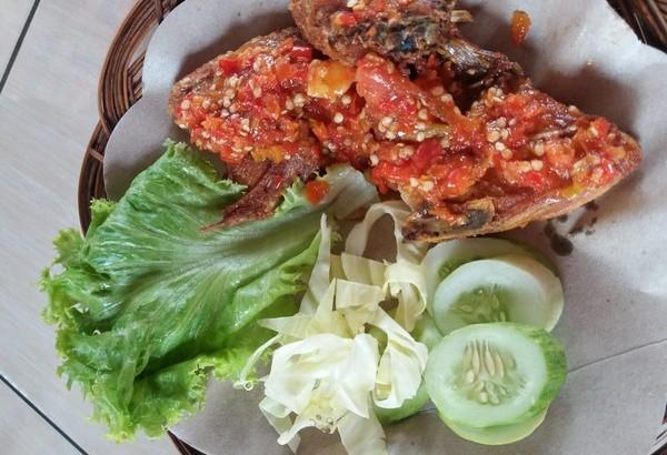 Ayam Penyet Mpo Pedas Mantap