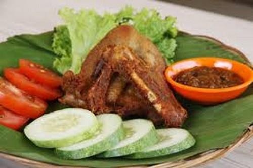 Pecel Lele dan Ayam Goreng Kremes Tukul