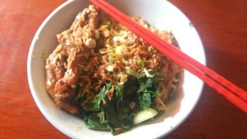 Mie Ayam Ceker dan Bakso Kotak Bintaro